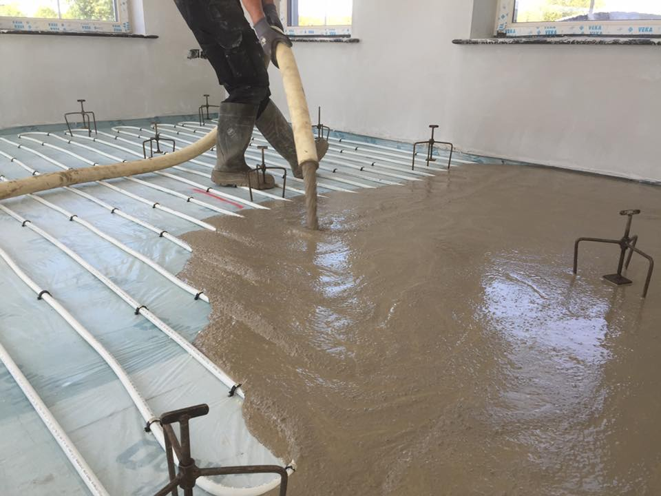 Self Leveling Screed : Fast floor screed advertise in passive house plus magazine