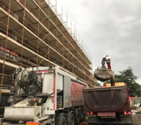 2nd pour Penthouses 6th floor for Cairn Homes_Rathgar 33m3 Fast Floor Screed Alpha_grab truck for sand